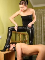 Gorgeous mistress in latex tearing slave's mouth with her beautiful bare feet